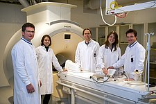 Local chemotherapy has a stronger effect on reducing tumor growth