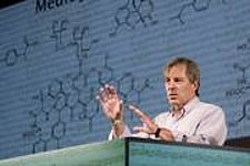 'Brilliant scientist' Bert Meijer wins AkzoNobel Award
